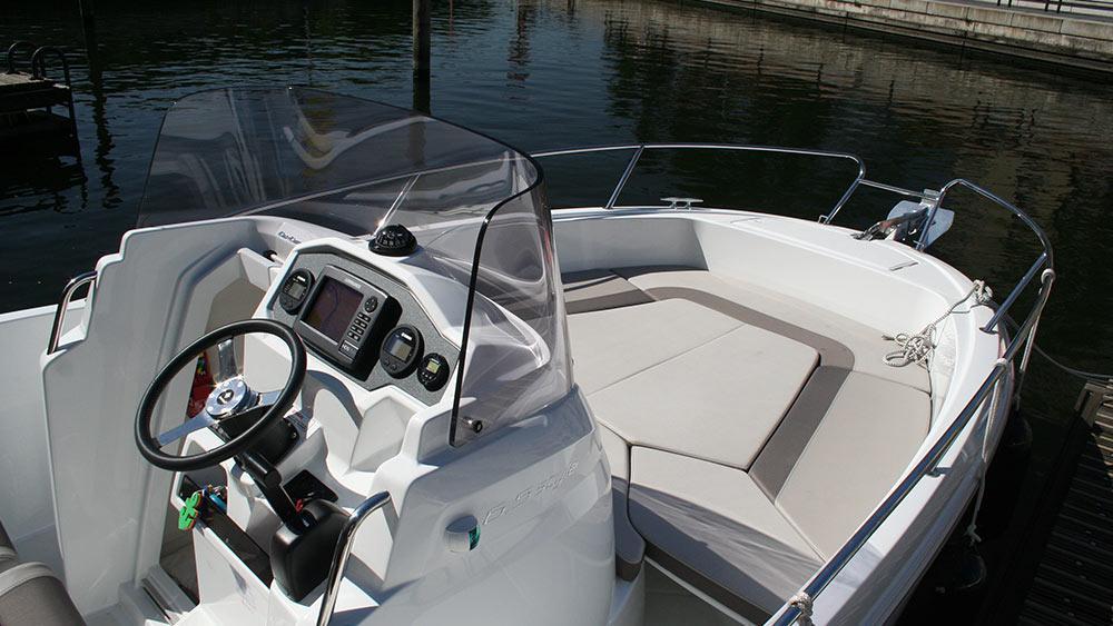 motorboot jeanneau cap camarat 6 5 cc. Black Bedroom Furniture Sets. Home Design Ideas